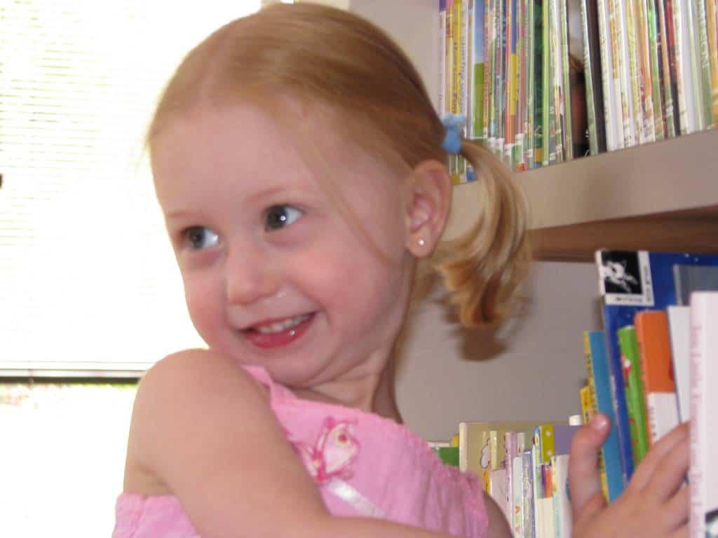 imgsrc.ru children girl Model Reading
