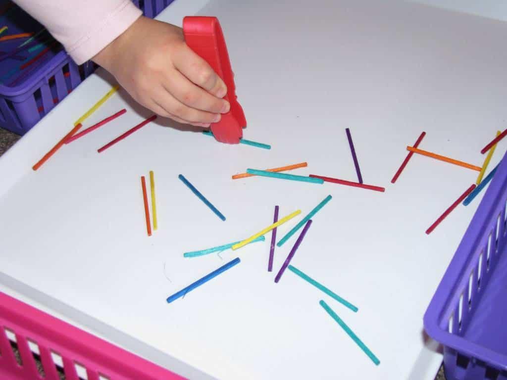 A fun game for building fine motor learning 4 kids for Montessori fine motor skills