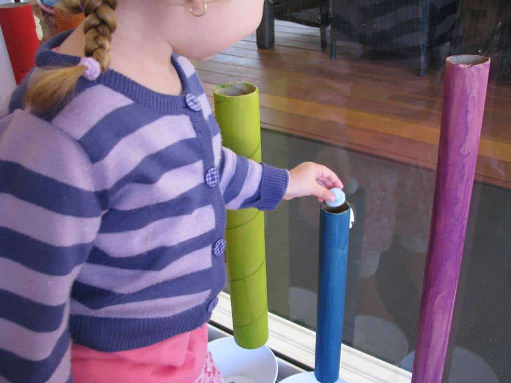 sorting colours with cardboard tubes learning 4 kids