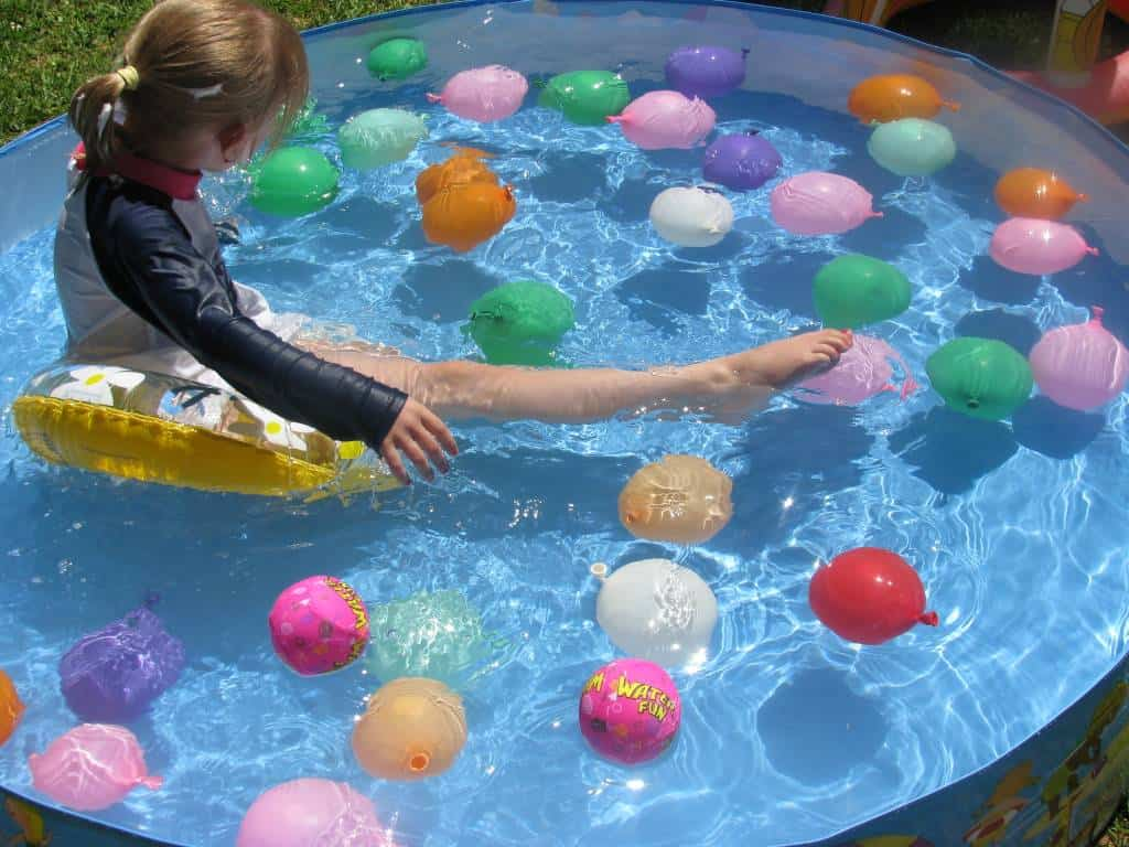 kids play water