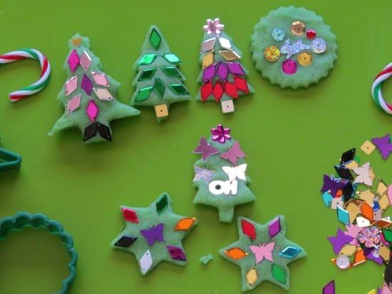 https://www.learning4kids.net/wp-content/uploads/2012/12/Christmas-Play-Dough-Ornaments-5.jpg?64a35f