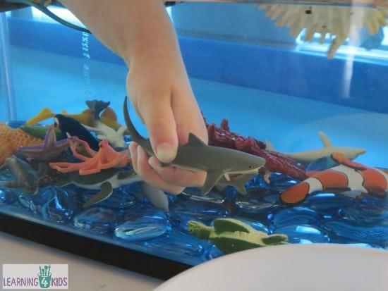 How to make a pretend play underwater zoo aquarium