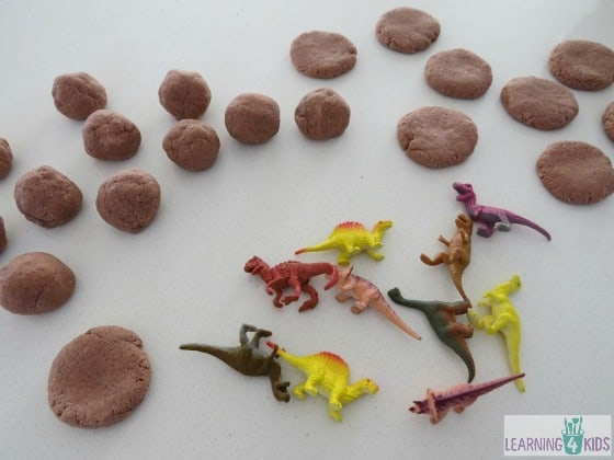 how to make dinosaur fossils - roll small salt dough balls and press gently with your palm