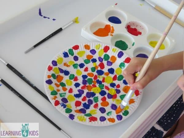paper plate craft ideas - make an umbrella