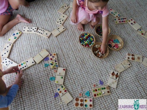 Super simple and fun way to play and learn with dominoes - counting, subitising, addition